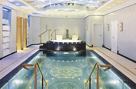 На территории  Ritz-Carlton Berlin  находится спа-центр La Prairie's The Art of Beauty