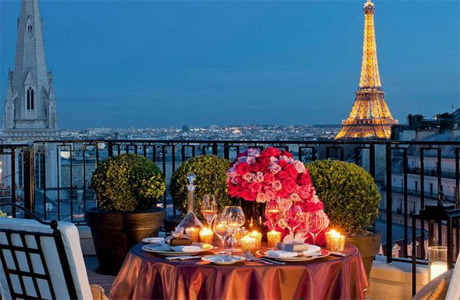 Терраса номера люкс Four Seasons Hotel George V Paris