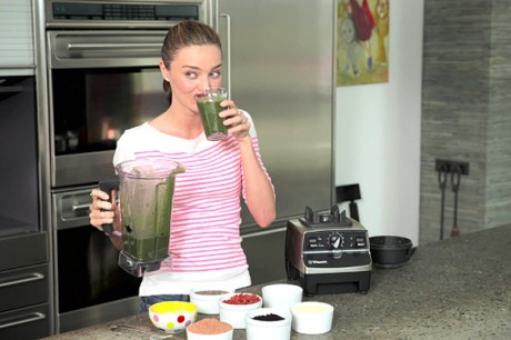 Миранда пьет The Ultimate Morning Smoothie